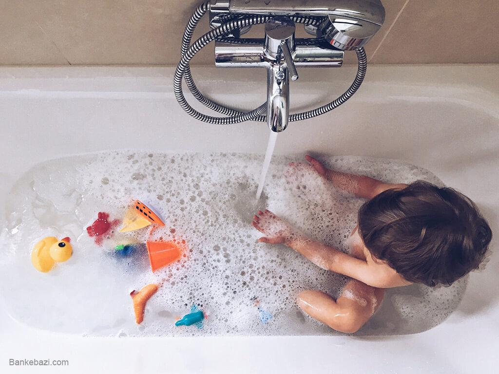 تمیز کردن اسباب بازی های حمام