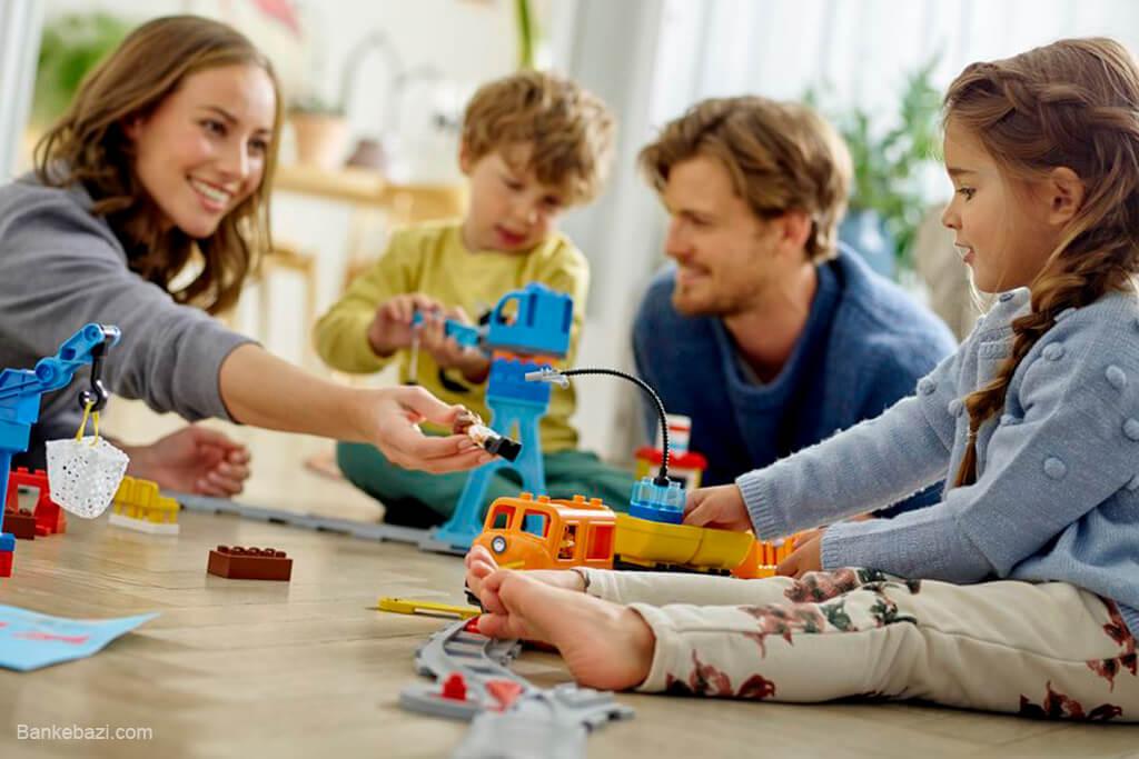 بازی در کنار خانواده و بچه ها