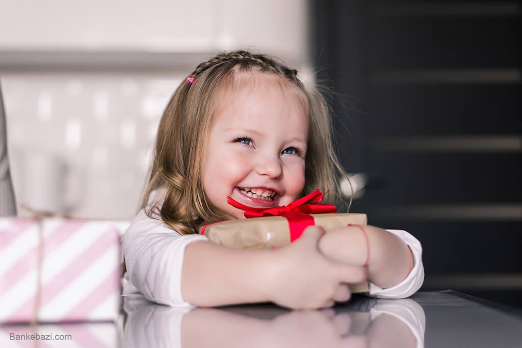 خرید هدیه برای دختر کوچولوهای زیر دو سال
